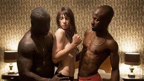 過激なセックス表現に衝撃!色情狂のヒロインの性遍歴をつづる『ニンフォマニアック』の予告編がヤバい