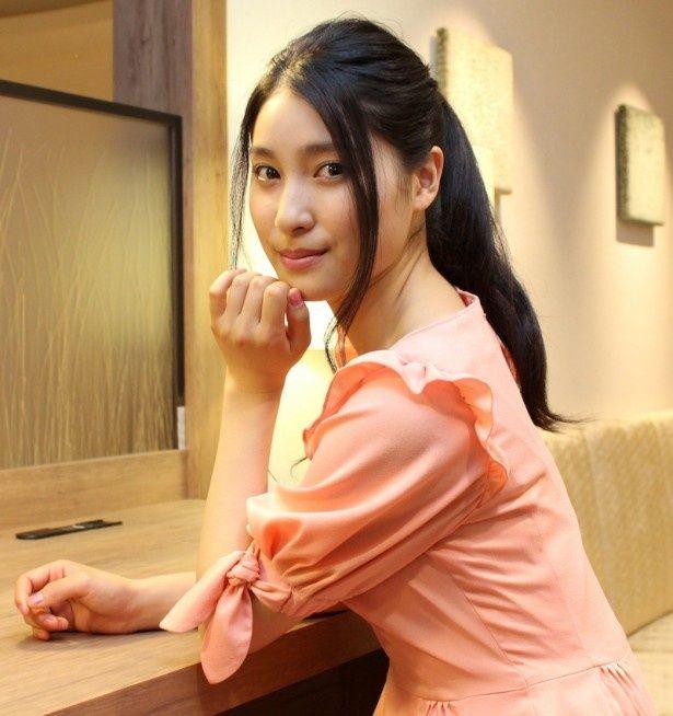 【写真を見る】NHK連続テレビ小説『花子とアン』の好演も話題。19才の美人女優、土屋太鳳を直撃!