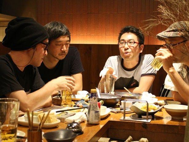 印象的なシーンと共に映画をたっぷり語ってくれたライター陣。(左から)相馬学さん、高橋諭治さん、相田冬二さん、村山章さん