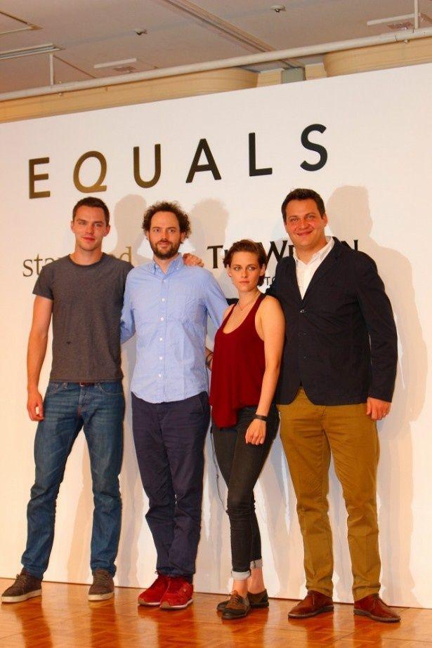 (写真左より)ニコラス・ホルト、ドレイク・ドレマス監督、クリステン・スチュワート、マイケル・プラス(プロデューサー)が記者会見に出席