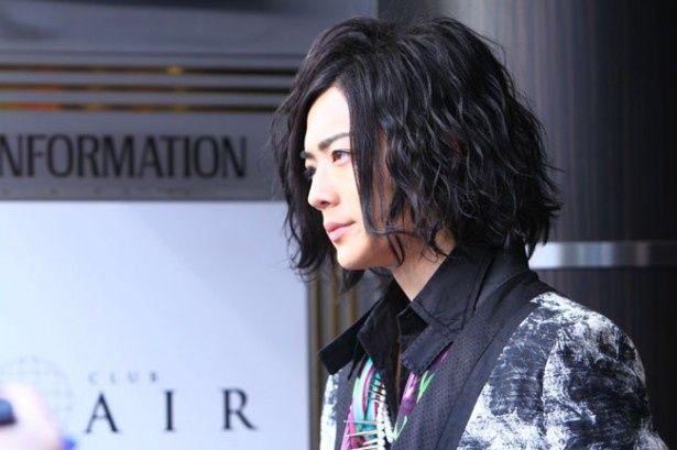 行動範囲限定でイケメンに変身した主人公を演じる竜星涼