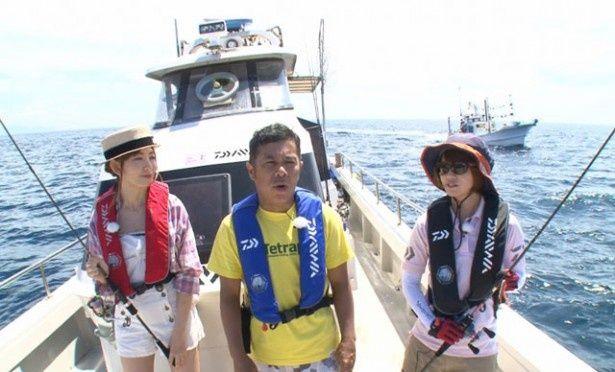 岡村隆史&小嶋陽菜が巨大魚釣りに挑む!