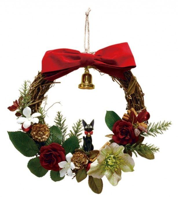 赤いリボンをつけているジジがキュートな「魔女の宅急便 リース ジジのクリスマス」
