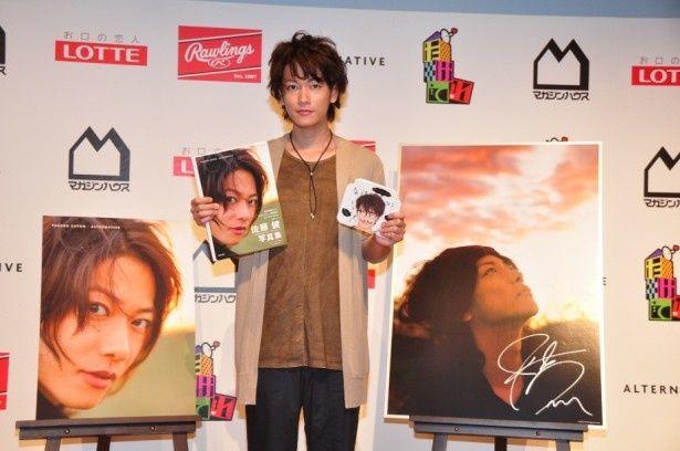佐藤健が写真集&DVDの発売記念としてファンとのトークショーを開催!