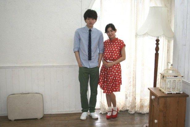 連続ドラマ「イタズラなKiss2~Love in TOKYO」で主演を務める未来穂香(右)と古川雄輝(左)
