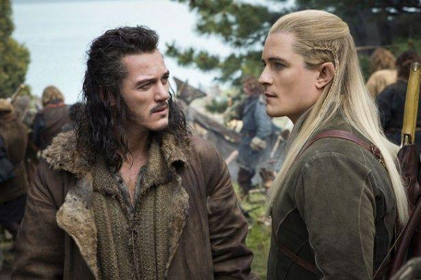 前作『ホビット 竜に奪われた王国』から登場のバルド(写真左)とレゴラス