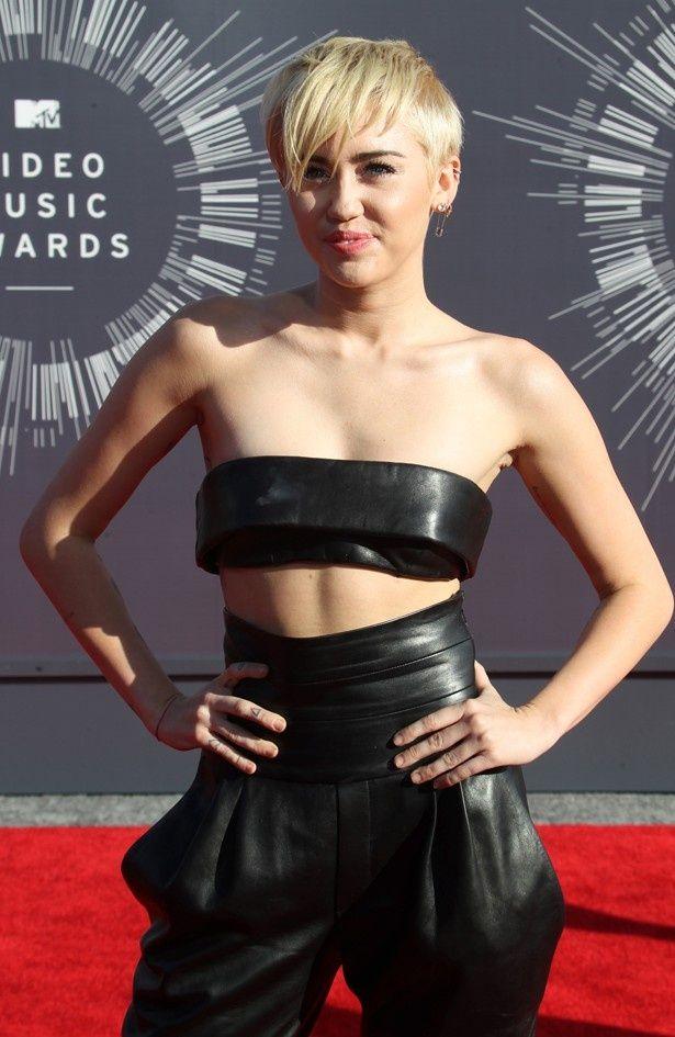 MTVビデオ・ミュージック・アワードに登場したマイリー