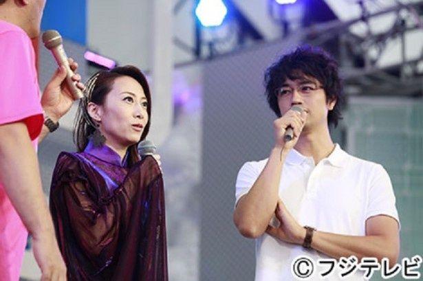 「めざましライブ」に登場した一青窈(左)と斎藤工(右)