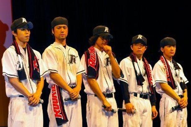 左から・中尾明慶、桐谷健太、五十嵐隼士、尾上寛之、石田卓也