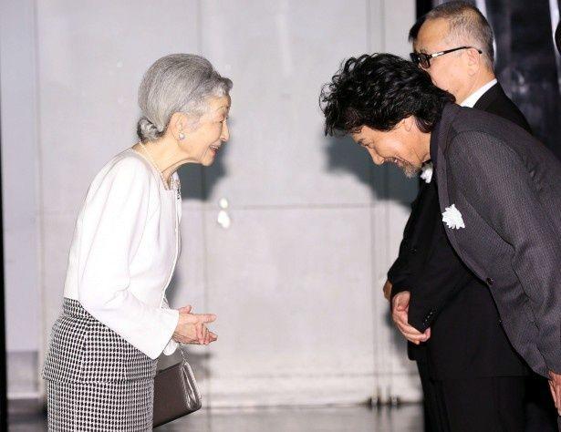皇后陛下をお出迎えする役所広司、小泉堯史監督