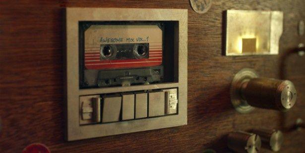 カセットテープが重要な小道具として登場