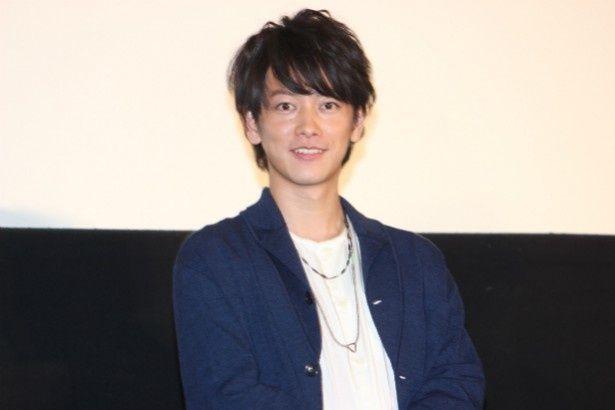 【写真を見る】佐藤健が充実感いっぱいの笑顔を見せた