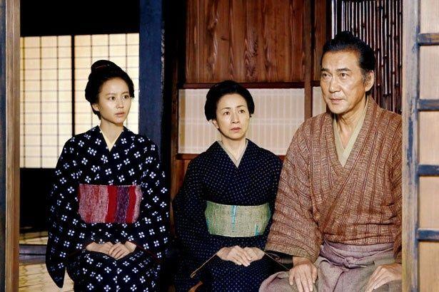 岡田准一演じる檀野は、戸田(役所広司)の家族と暮らしている