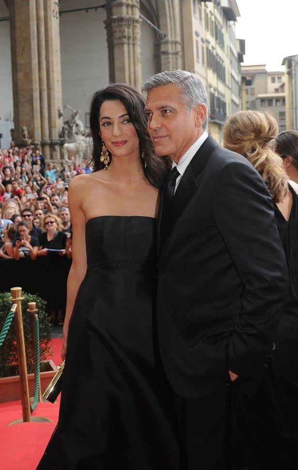 ふたりが挙式で着るドレスとスーツが明らかに!