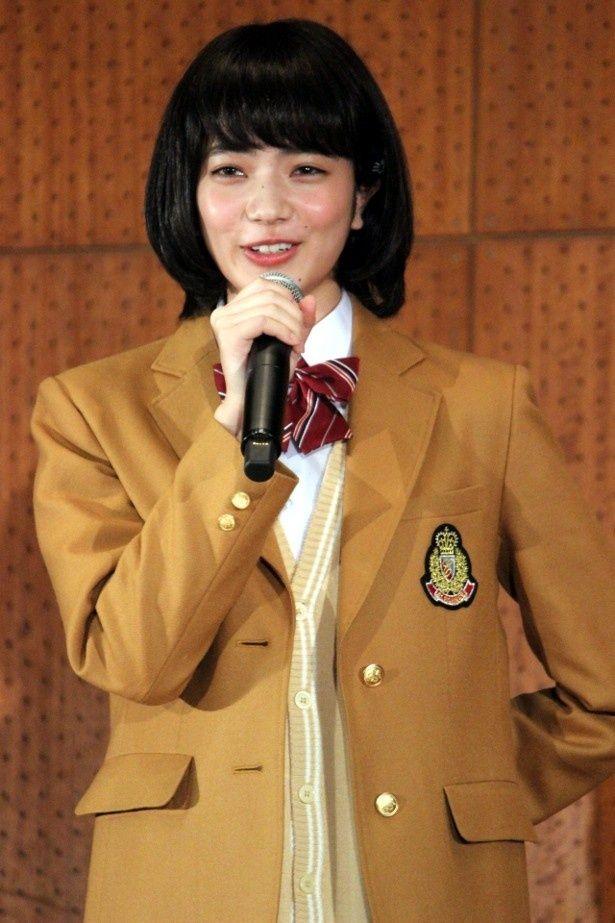 サプライズで学園祭に登場した小松菜奈