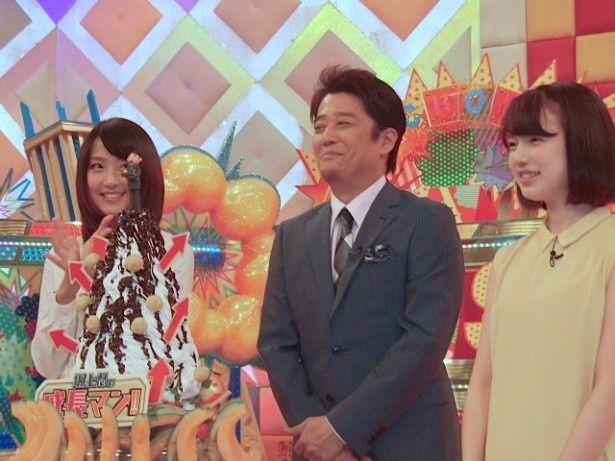 会見に臨んだ坂上忍(中)と番組の進行役を務める竹内由恵アナ(左)と弘中綾香アナ(右)