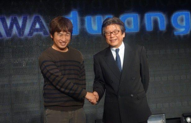 株式会社ドワンゴと株式会社KADOKAWAの経営統合記念会見に、川上量生氏と佐藤辰男氏が出席