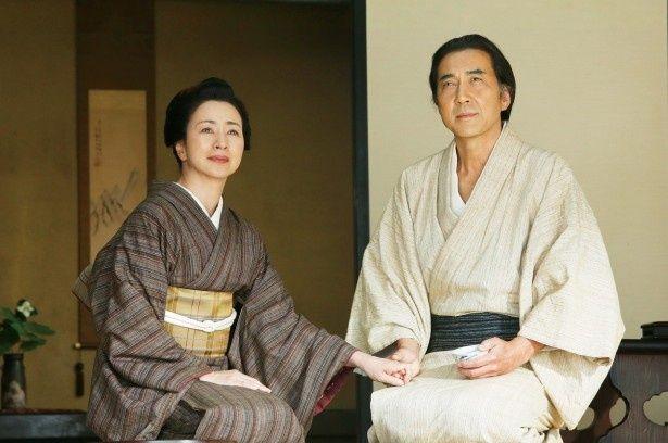 役所広司は、切腹を命じられ、幽閉されたまま藩の歴史「家譜」を手掛ける主人公・戸田秋谷役