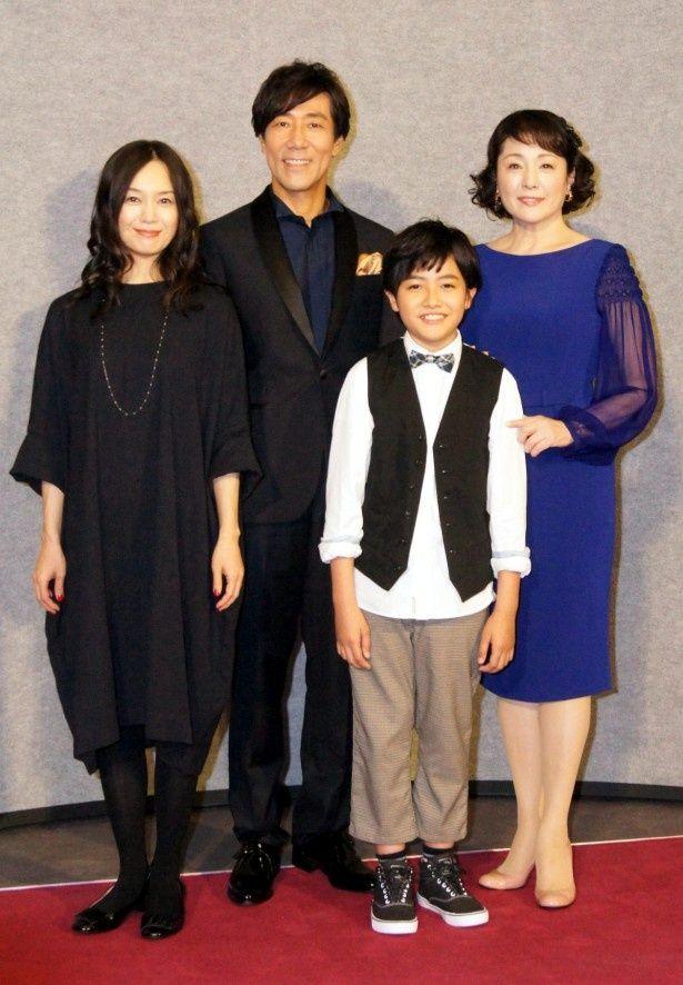 木曜時代劇「ぼんくら」の会見に登場した奥貫薫、岸谷五朗、加部亜門、松坂慶子(写真左から)