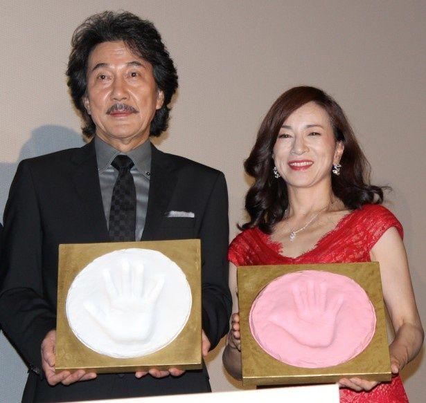役所広司、原田美枝子の手形が完成!