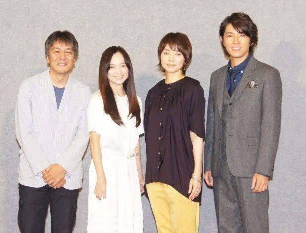 ドラマ10「さよなら私」の記者会見に出席した(左から)脚本の岡田恵和と出演者の永作博美、石田ゆり子、藤木直人