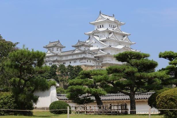 姫路城を見ながら家老屋敷跡公園内の大河ドラマ館前をスタート!写真は西の丸から見る姫路城