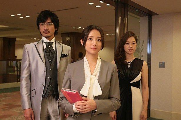 10月28日(火)放送の「素敵な選TAXI」第3話のゲストに木村文乃(写真中)、中村俊介(写真左)、笛木優子(写真右)が出演