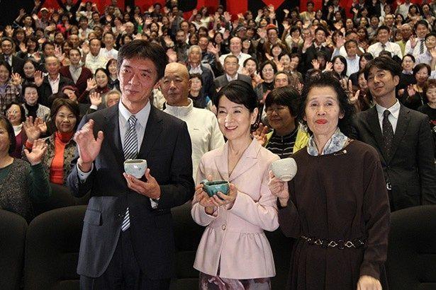 舞台挨拶に登壇した監督・成島出、主演・吉永小百合、喫茶「岬」店主・玉木節子
