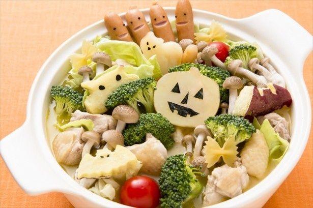 """デコ盛り&洋風味付けの""""子ども鍋""""「やさいオバケのハロウィンパーティ鍋」を作ってみた。型で野菜をくり抜く作業は想像以上に楽しい!"""