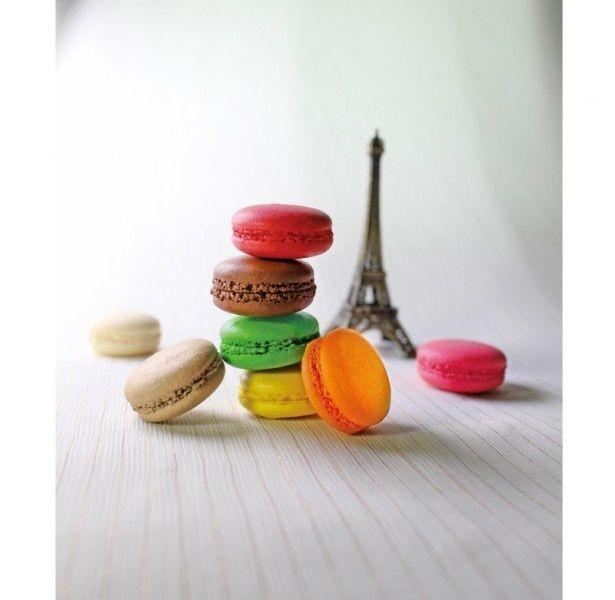 """ヨーロッパ産フランボワーズが入った甘酸っぱい""""フランボワーズ""""(ピンク色)や、ベルギー産クーベルチュールチョコを使った""""ショコラ""""(茶色)など、素材にこだわったラインアップ"""