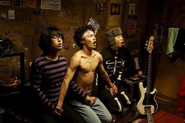 主人公・日々沼率いる3ピースバンドのザ・ロックンロールブラザーズ