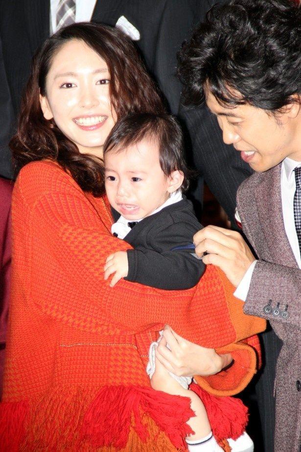 新垣結衣、劇中の息子役の赤ちゃんと再会!