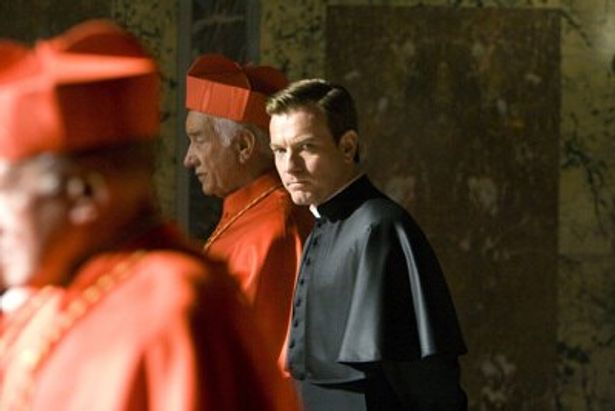 ユアン・マクレガーが扮するのは、前ローマ教皇侍従のカルロ・ヴェントレスカ役
