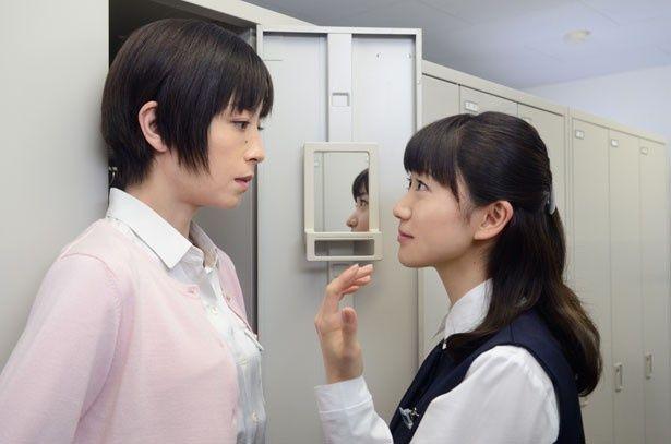 銀行の若い同僚役に大島優子。彼女の無邪気な発言が梨花の心をかき乱していく