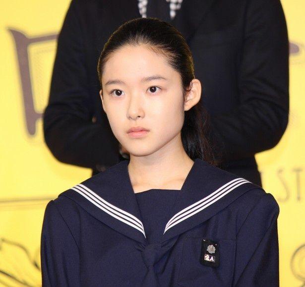 凛とした表情が印象的な藤野涼子