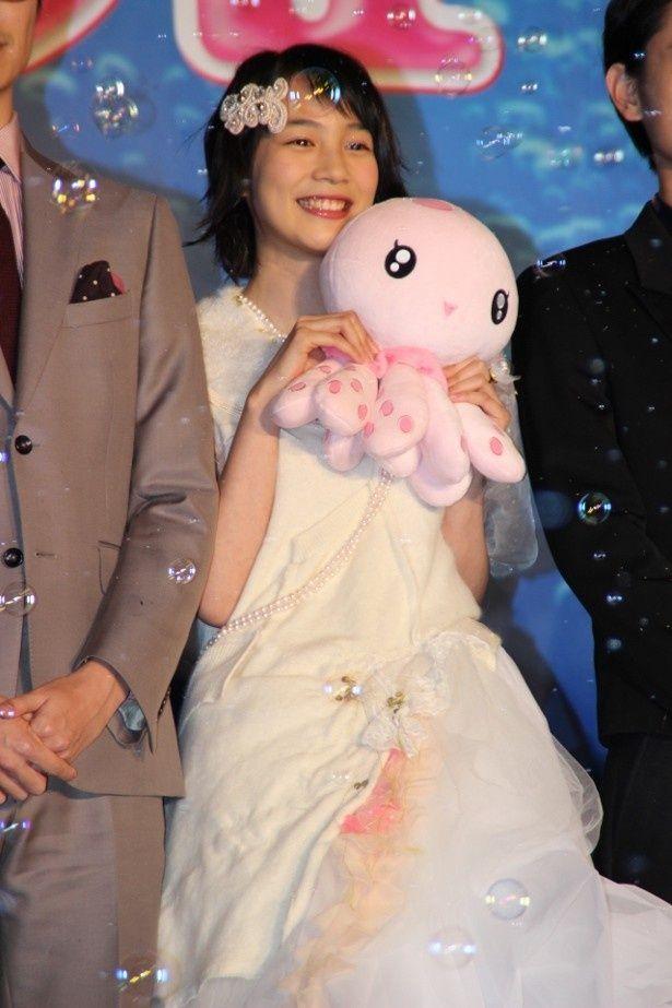 クラゲオタクの倉下月海役の能年玲奈。「海月姫」ドレスがとびきりキュート!