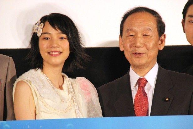 『海月姫』の能年玲奈、山口俊一クールジャパン戦略担当大臣から賛辞を送られる