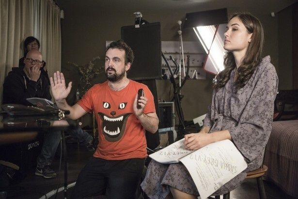映画『ブラック・ハッカー』のナチョ・ビガロンド監督(写真中央)と主演女優のサーシャ・グレイ(写真右)