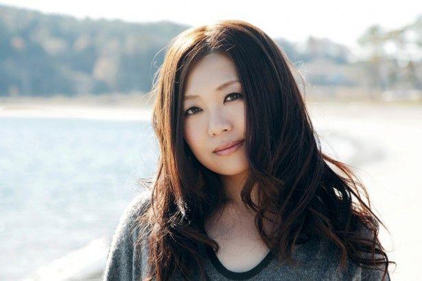 映画「悼む人」の主題歌「旅路」を歌う熊谷育美