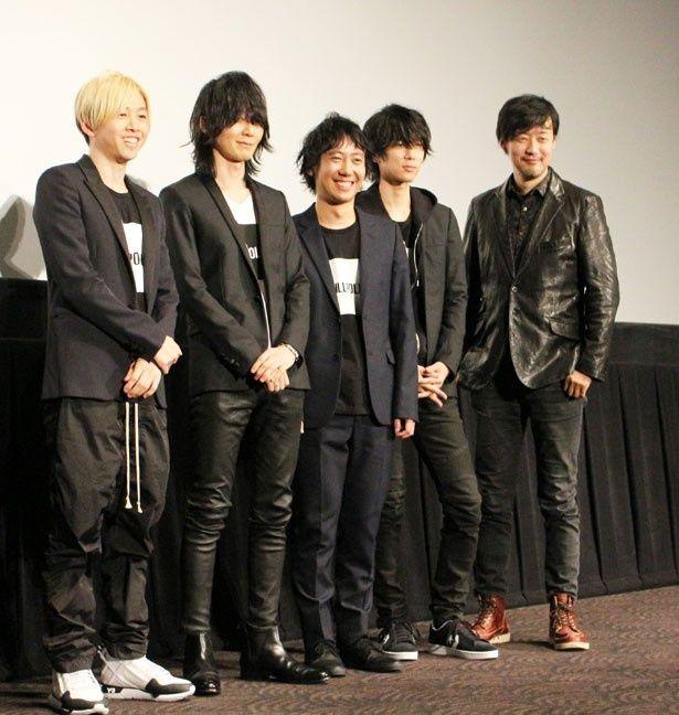スペシャルトークショーに登場したBUMP OF CHICKEN(左から直井由文、藤原基央、升秀夫、増川弘明)と山崎貴監督