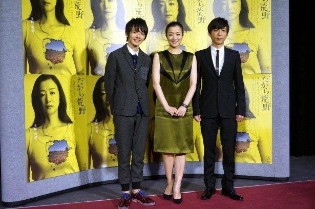「だから荒野」の製作記者発表会見に登壇した(写真左から)濱田龍臣、鈴木京香、高橋一生