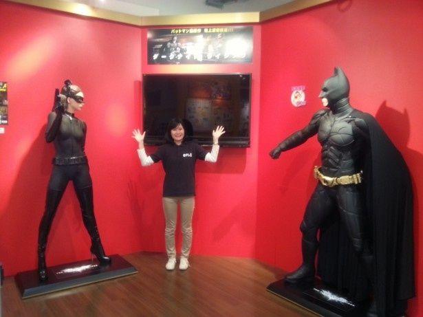 バットマン&キャットウーマン等身大フィギュアはいずれも高さ196cm
