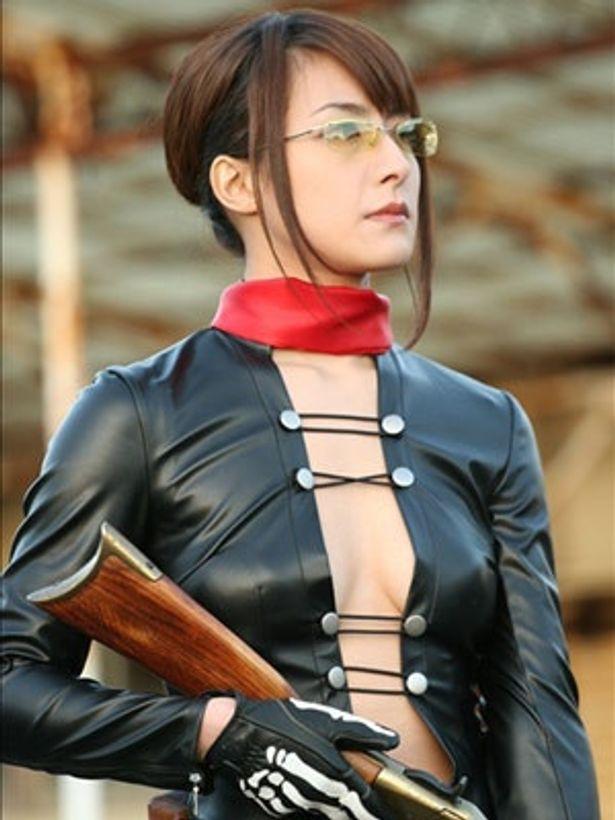 川村りかは銃を武器に戦うキャラクターを好演