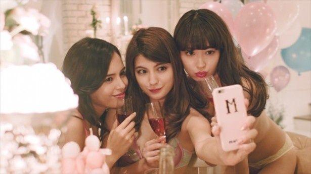 """AKB48小嶋陽菜を起用したセクシーな""""セルフィームービー""""第2弾が公開された"""