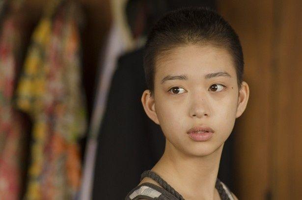 【写真を見る】人気モデルの森川葵が坊主姿を披露!
