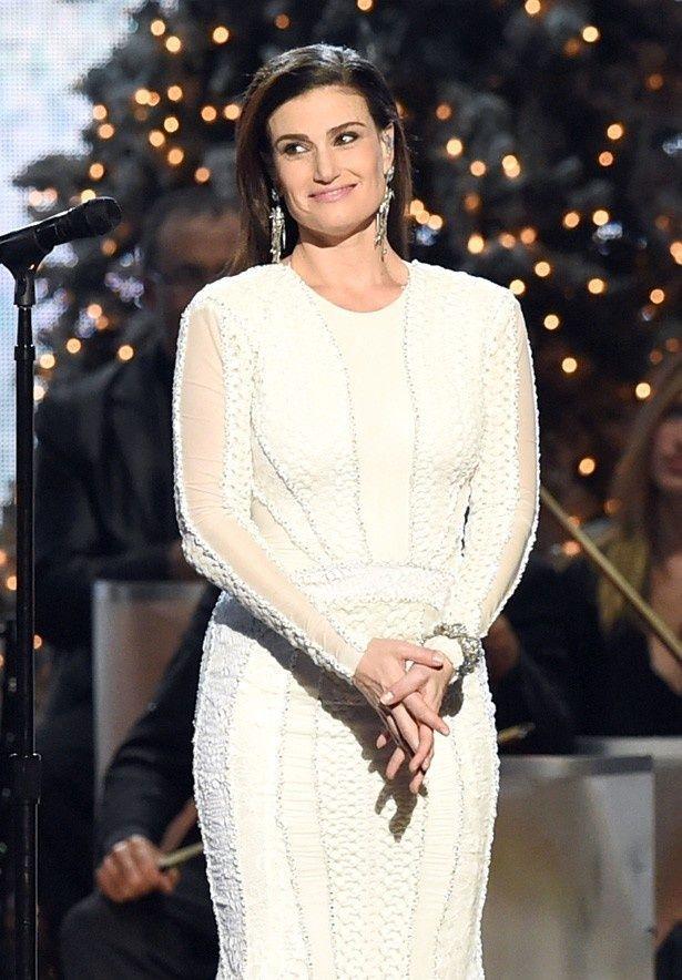 映画の中で「Let It Go ありのままで」を歌っているイディナ・メンゼル