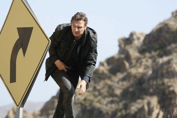 リーアム・ニーソン扮するブライアンが、特殊スキルで悪党たちをなぎ倒す!