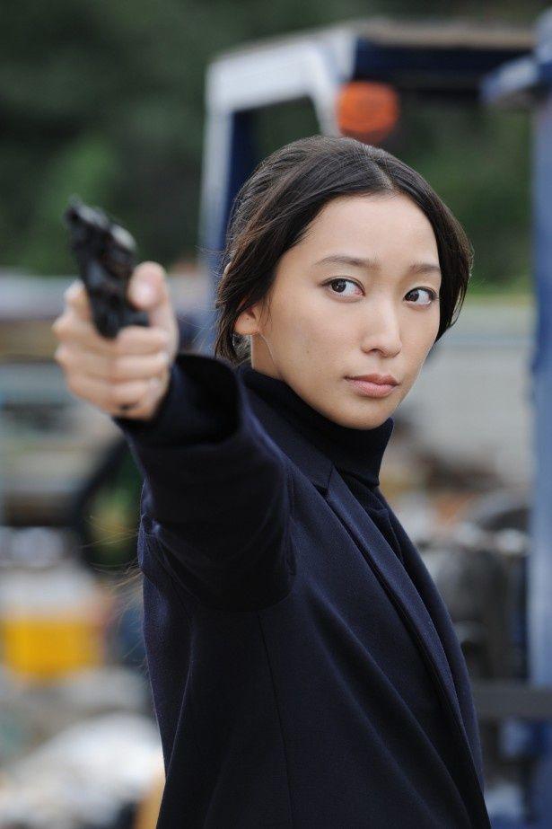 '15年春放送のドラマスペシャル「クロハ~機捜の女捜査官」でガンアクションに挑戦する主演の杏