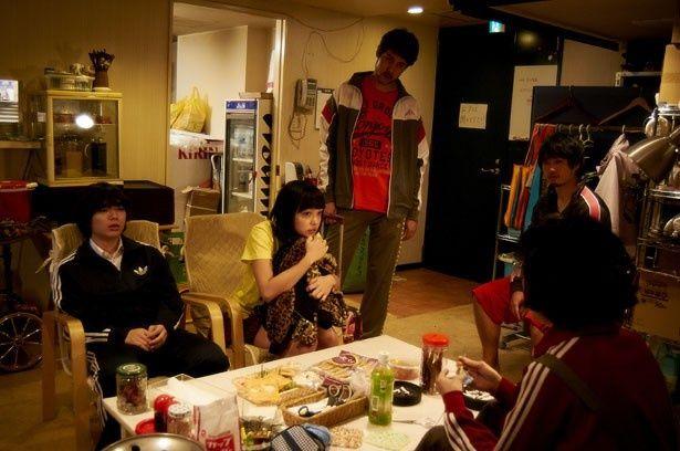 徹が店長を務める歌舞伎町のラブホテルを舞台に、様々な人間模様が展開