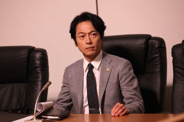 悪評高い弁護士の御子柴に扮する三上博史。染谷とは初共演!